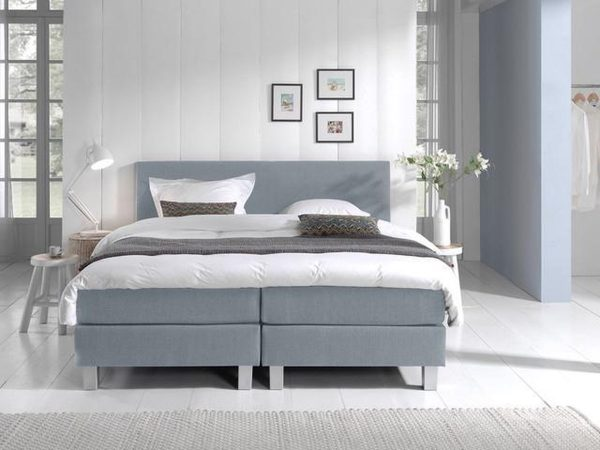 Complete Boxspring 180x210 cm - Lichtblauw - Pocketvering matrassen - Dreamhouse Louis - Twee persoons