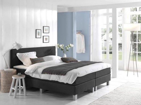 Complete Boxspring 140x200 cm - Kunstleer Zwart - Pocketvering matrassen - Dreamhouse Louis - Twijfelaar